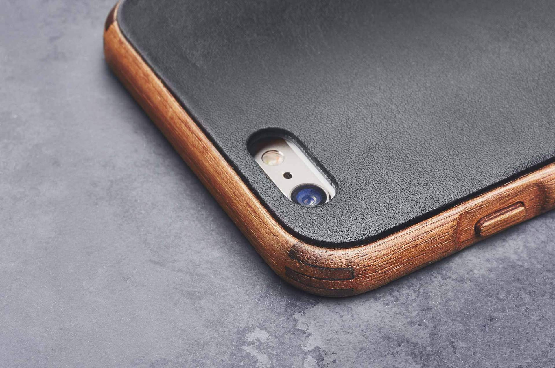 grovemade-wood-leather-iphone-7-walnut-galB-C1